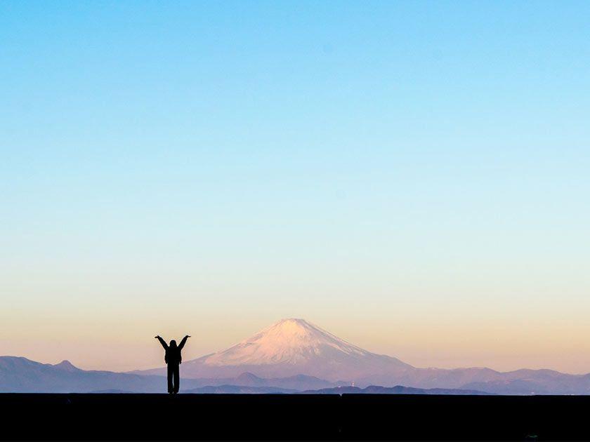 大きな山と人